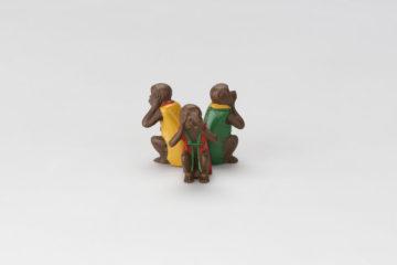三猿蓋置(見ざる)