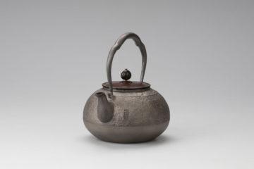 松虫鉄瓶(砂鉄) 銘