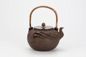 梅泉写蘭蟹鉄瓶(大)