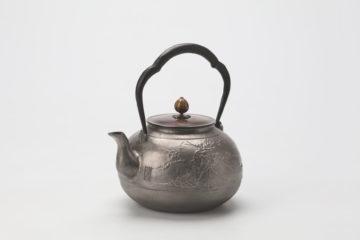 松竹梅文鉄瓶(砂鉄) 銘