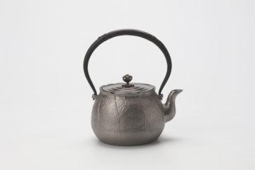 荷葉(蓮形)鉄瓶(砂鉄) 表